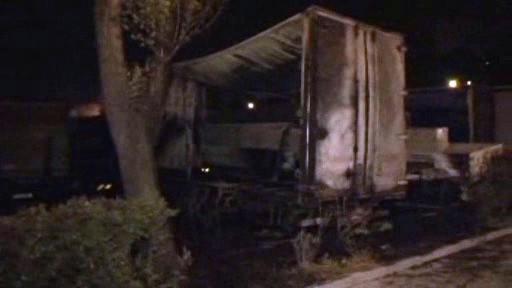 Shořelé kamiony na brněnském parkovišti