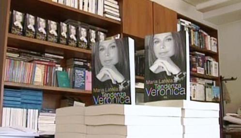 Italská knihkupectví nabízejí knihu o Berlusconiho soukromí