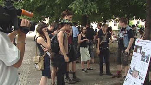 Setkání příznivců squattingu na Palackého náměstí