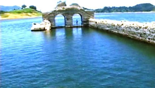 Klášter v přehradní nádrži Malpaso