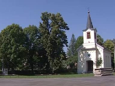 Náves v obci Lahošť na Teplicku