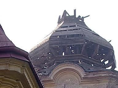 Poškozená kostelní věž