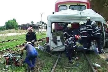Srážka vlaku s mikrobusem
