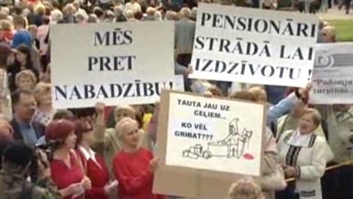 Demonstranti v Lotyšsku