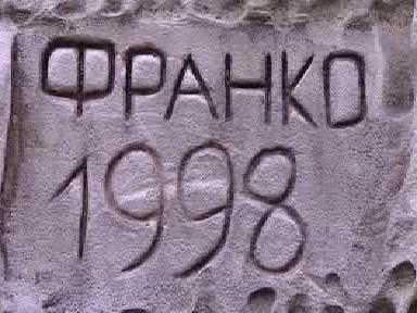 Vyrytý nápis na skále v Českém ráji