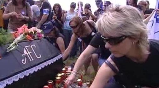Symbolický pohřeb firmy AEES Stříbro