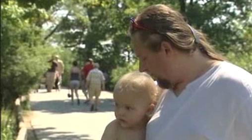 Otec se synem v zoo