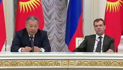 Kurmanbek Bakijev a Dmitrij Medveděv