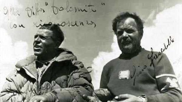 Lino Lacedelli a Achille Compagnoni na vrcholu K2