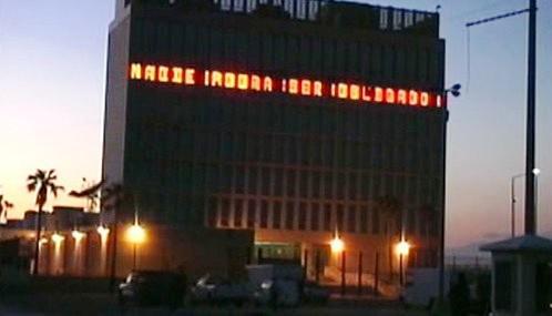 Americký světelný billboard v Havaně