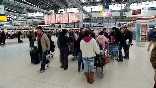 Mongolští dělníci na letišti