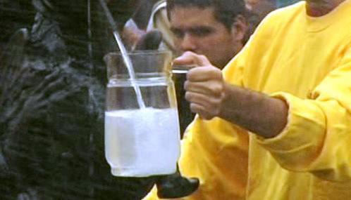 Z kašny v Limě tekla tradiční lihovina pisco