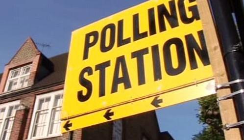 Volební místnost v Británii