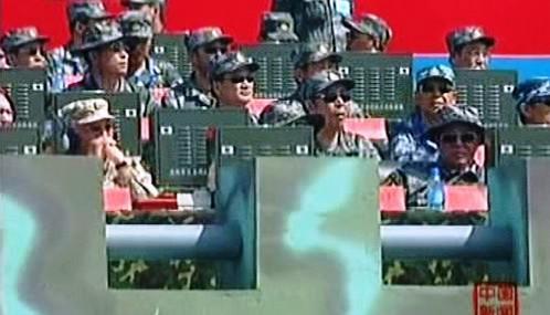 Důstojnící sledují rusko-čínské vojenské manévry