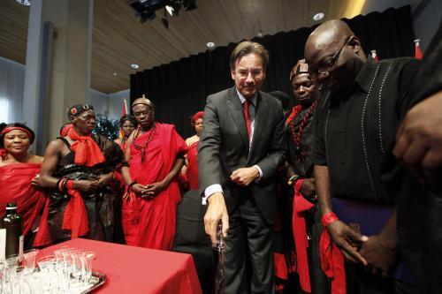 Nizozemsko oficiálně vrátilo Ghaně hlavu náčelníka