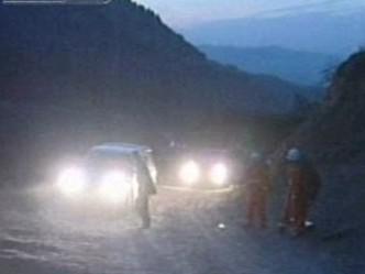 Záchranáři u sesuvu