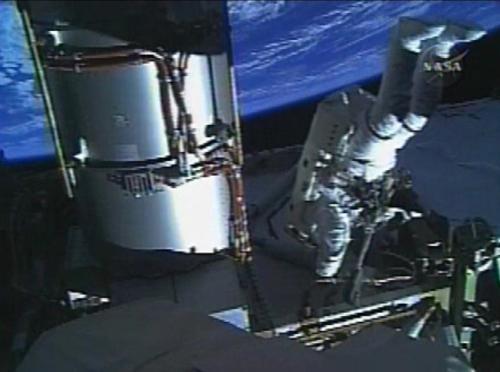 Astronauti z ISS ve volném prostoru