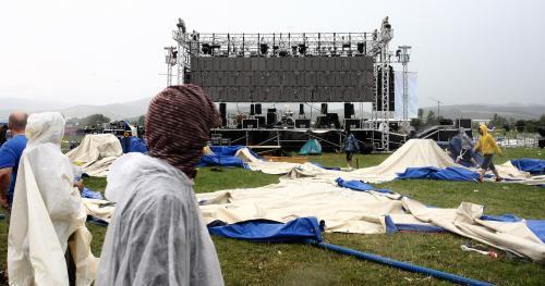 Zřícený stan na festivalu Pohoda