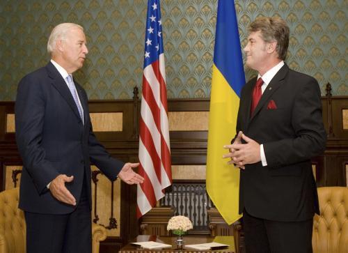 Joseph Biden a Viktor Juščenko