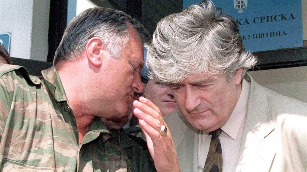 Ratko Mladić a Radovan Karadžić v roce 1993