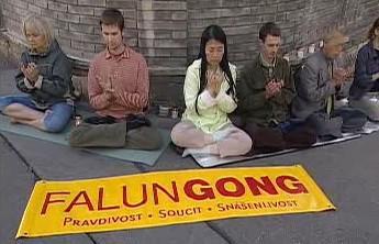 Demonstrace příznivců Fa-lun-kung