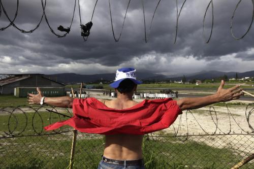 Příznivec Zelayi jej čeká na honduraském letišti