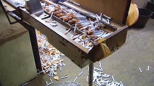 Výroba falešných cigaret