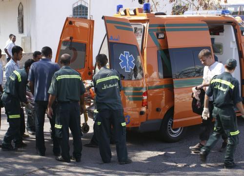 Egyptští záchranáři zasahují po nehodě autobusu