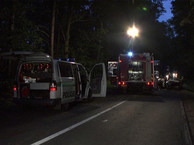 Policisté a záchranáři u nehody