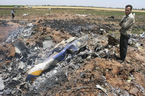 Trosky zříceného letadla v Íránu