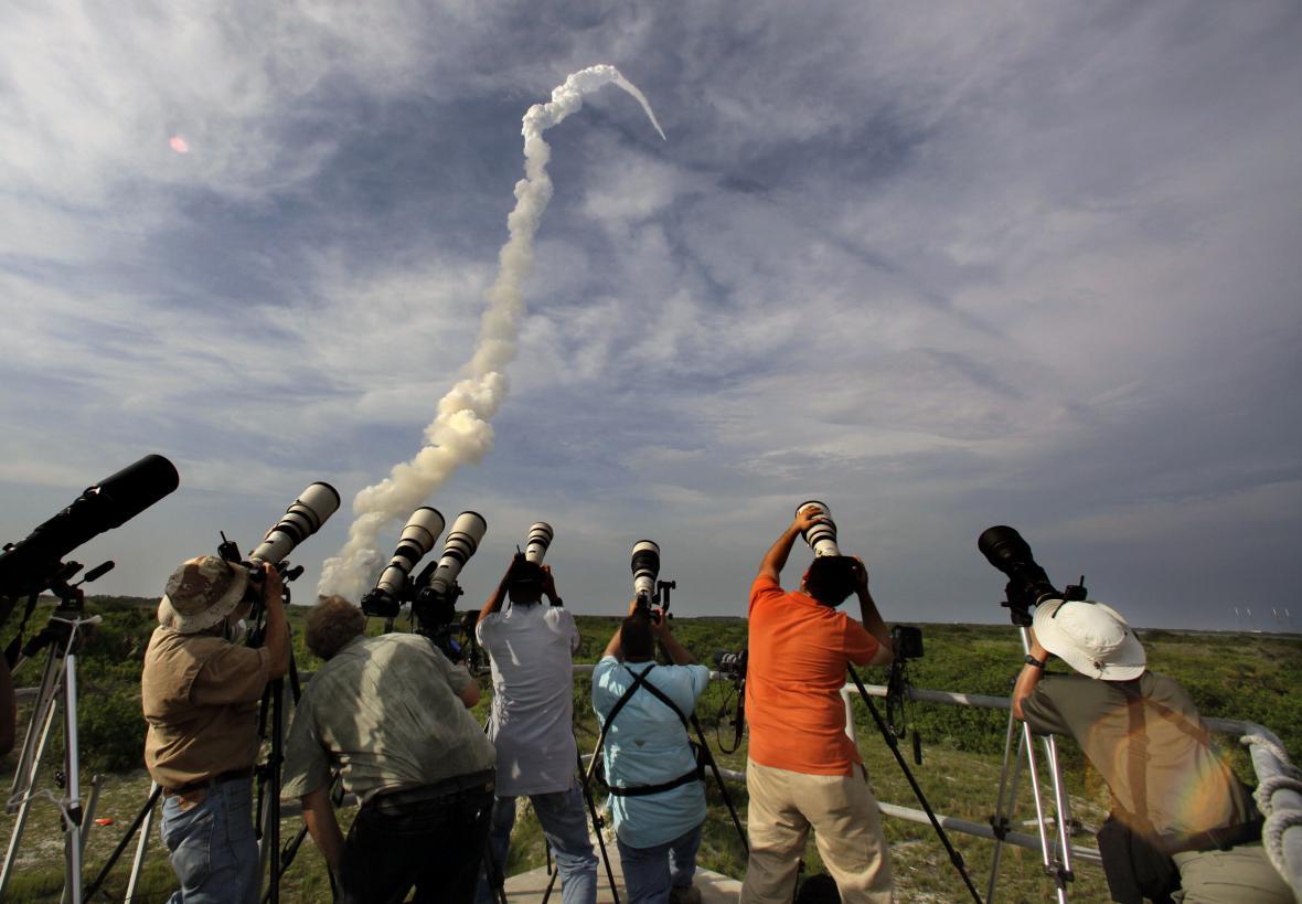 Fotografové sledující start raketoplánu Endeavour