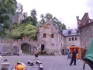 Nádvoří Horního hradu na Karlovarsku