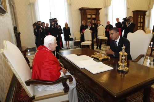 Barack Obama hovoří s Benediktem XVI.