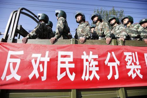 Čínské bezpečnostní jednotky v Urumči
