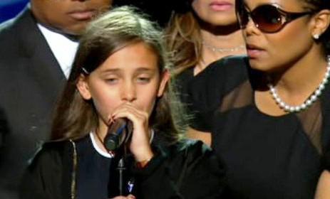 Dcera Michaela Jacksona na pohřbu