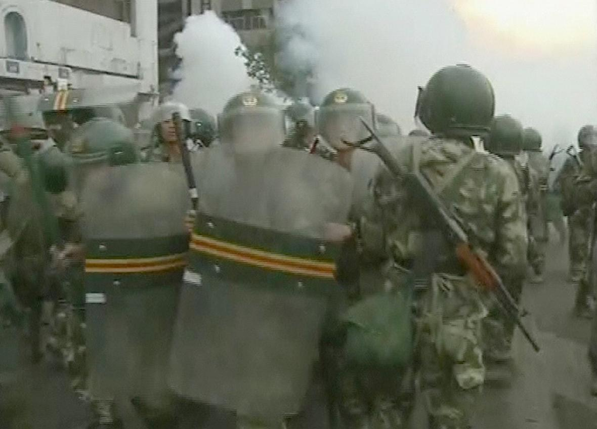 Čínská policie při nepokojích zatkla přes 1400 osob