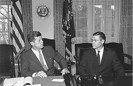 John F. Kennedy a Robert McNamara