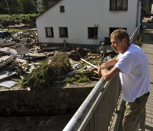 Muž z Benešova nad Ploučnicí pozoruje zbytky své dílny