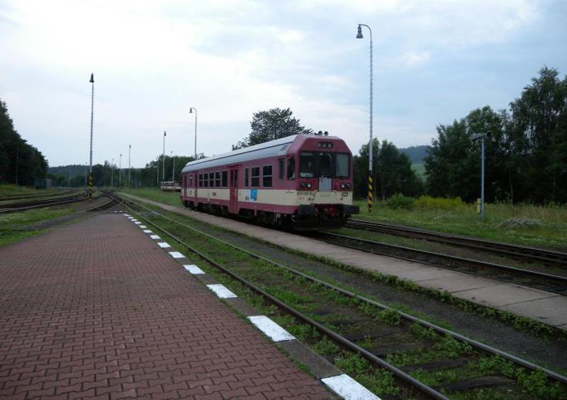 Lokomotiva na nádraží