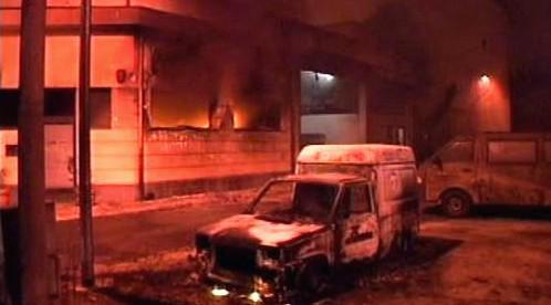Výbuch poškodil domy a auta