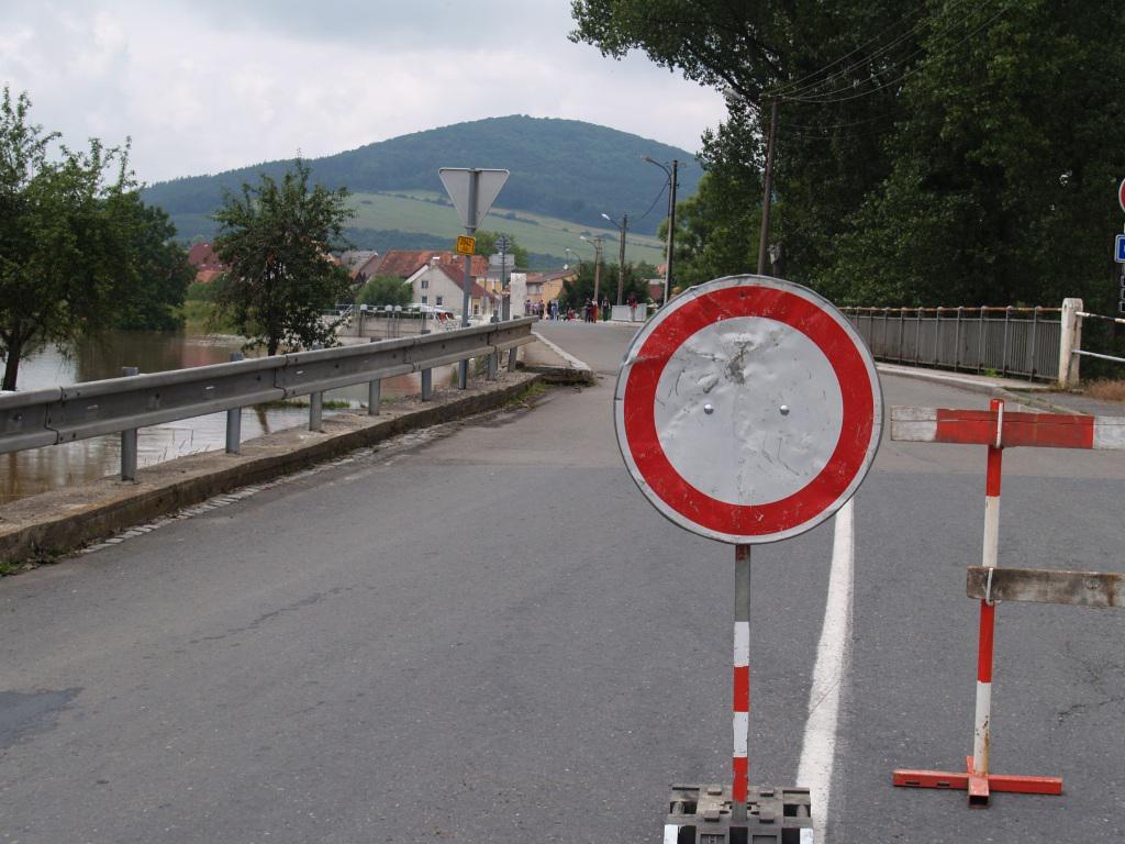 Povodně komplikovaly i dopravu