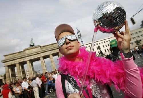 Účastník tradičního pochodu homosexuálů