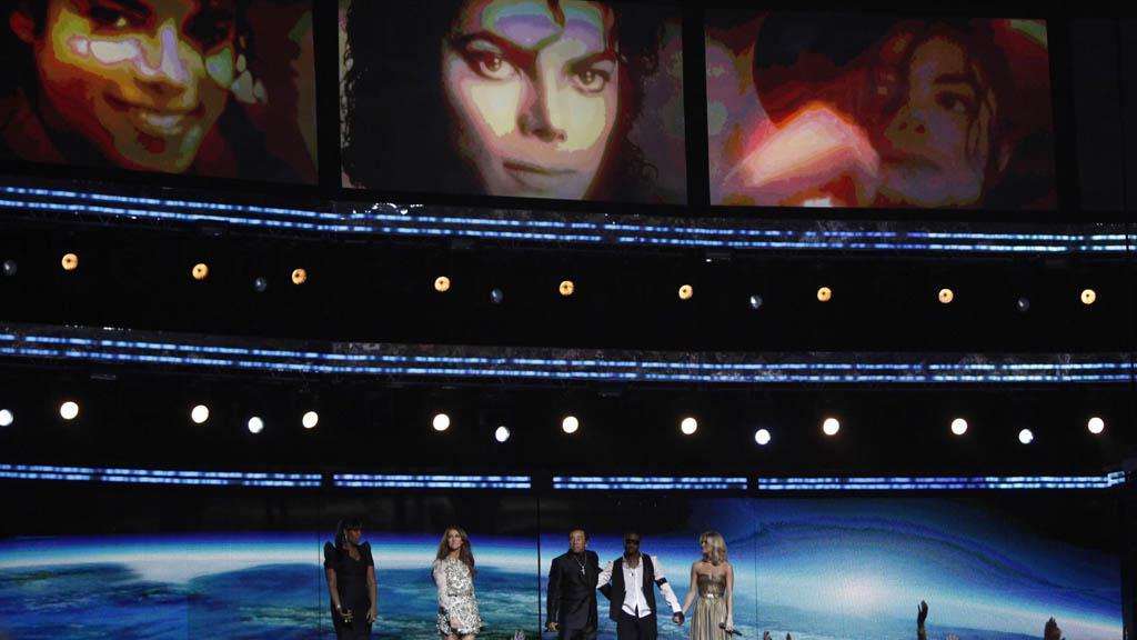 Pocta Michaelu Jacksonovi na Grammy