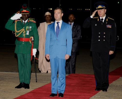 Dmitrij Medveděv na návštěvě Nigérie