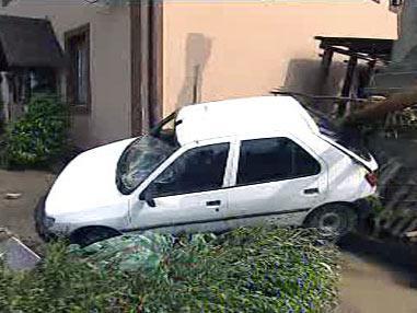 Auto poškozené povodní