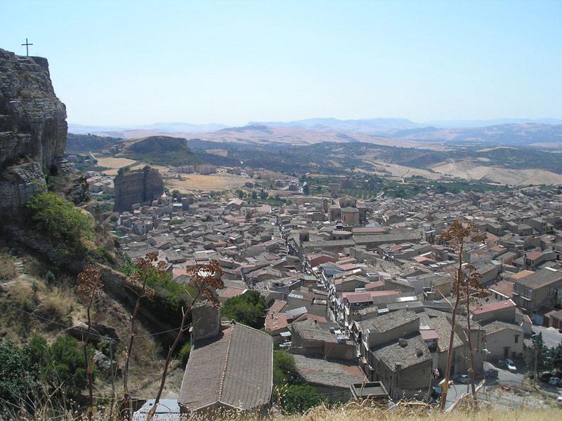 Corleone je v horách a přesto v údolí