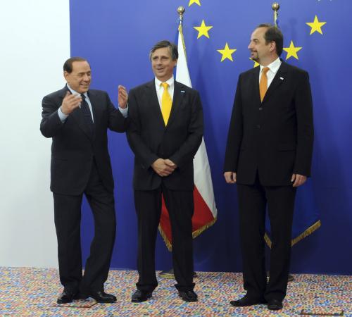 Čeští zástupci s italským premiérem Silvio Berlusconim na probíhajícím summitu EU v Bruselu