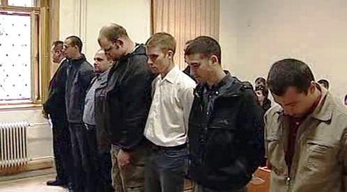 Muži obvinění z propadace fašismu