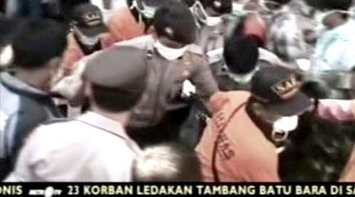 Záchrana horníků na Sumatře