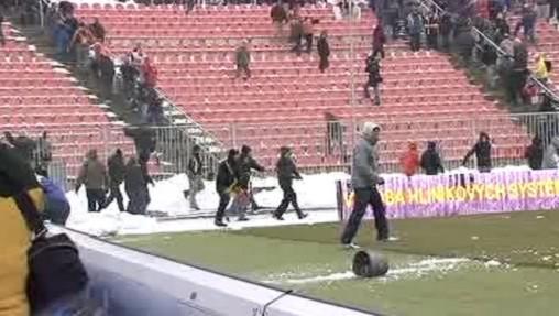 Fanoušci při zápase Brno-Ostrava